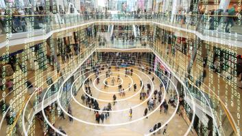 Großes Einkaufszentrum mit überall big data Einflüsse